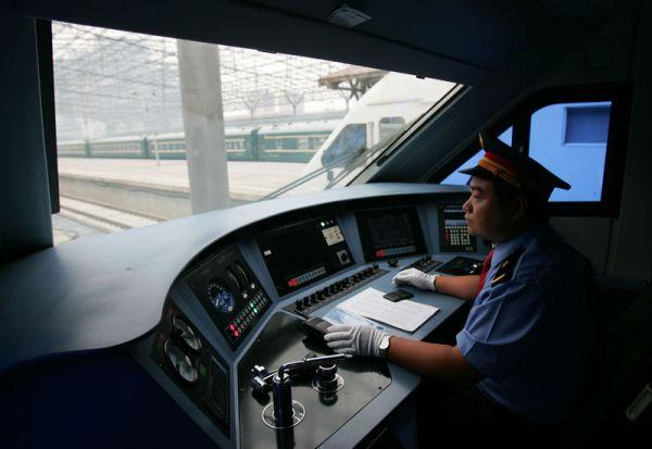 炸金花游戏:当火车司机需要什么条件?