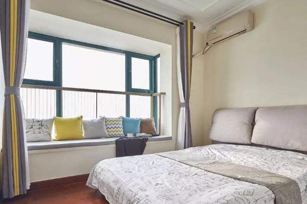 卧室里面的飘窗,选用哪类窗帘情意绵绵?