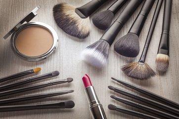 化妆都需要哪些东西_基本化妆需要哪些东西呢?_百度知道