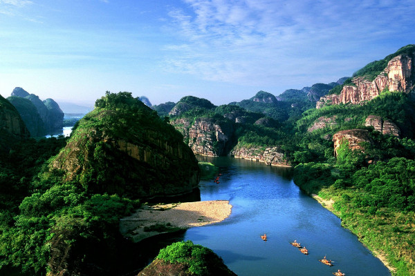 庐山和龙虎山比较哪里好玩?