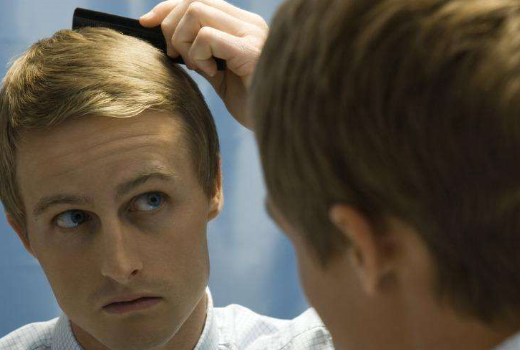 前额头发突出,两边少_男性额头两侧头发少,详解额头两边头发少怎么办_百度知道