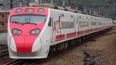 台湾发生27年来最惨重事故,是什么让列车脱轨?
