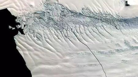 南极新一轮冰架塌落,全球气候变化愈发严峻