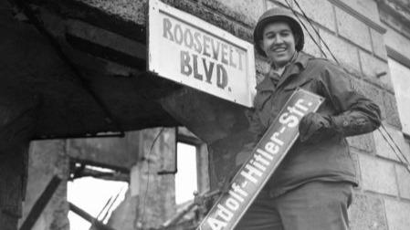 希特勒和斯科尔兹尼于东部大本营合影!记载二十世纪历史的老照片