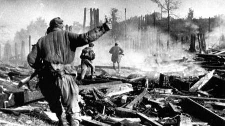 """面对二战东线苏军的最大进攻,德军为何只能发动""""添油""""式反击?的头图"""