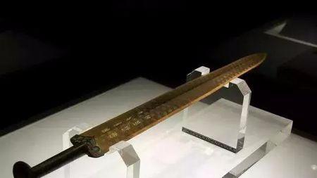 越王勾践心爱的宝剑为何会出现在千里之外的楚国墓室?