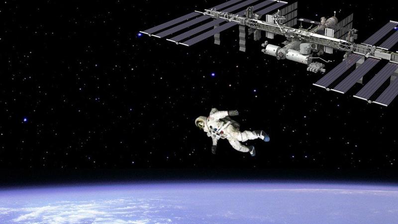 如果宇航员从太空中跳下来会怎样?