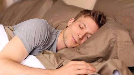 """用""""达芬奇睡眠法""""只睡2小时就精神百倍?不要命的我试了下…的头图"""
