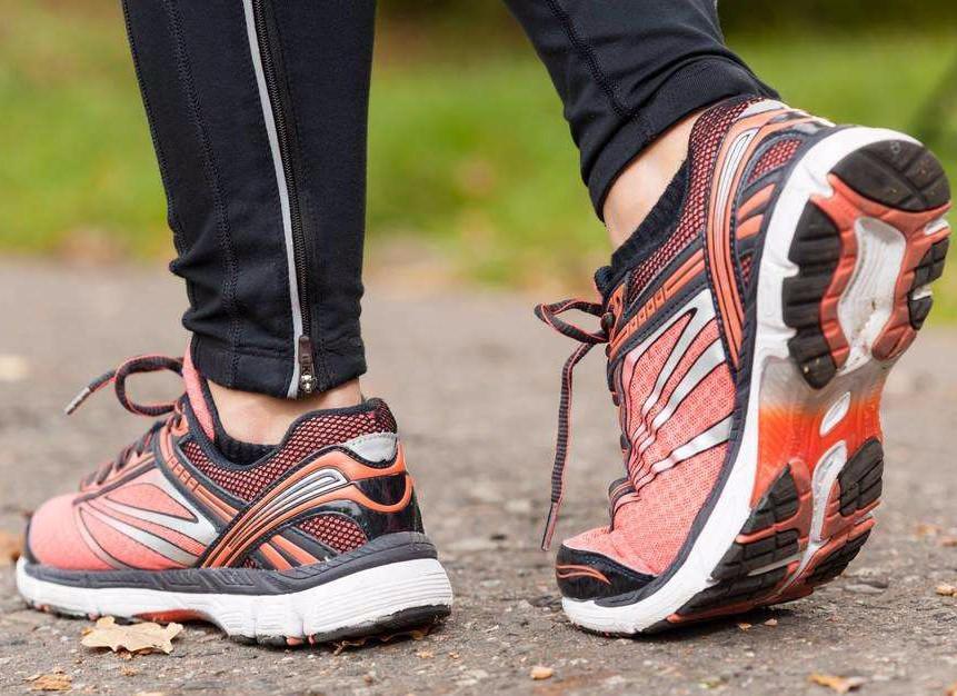 做梦穿着运动鞋