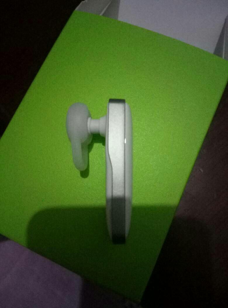 这个蓝牙耳机怎样塞进耳朵的呢,如果吧那透明