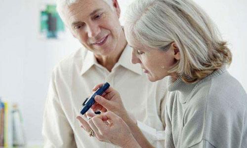 糖尿病老人口吐白沫_人口吐白沫图片