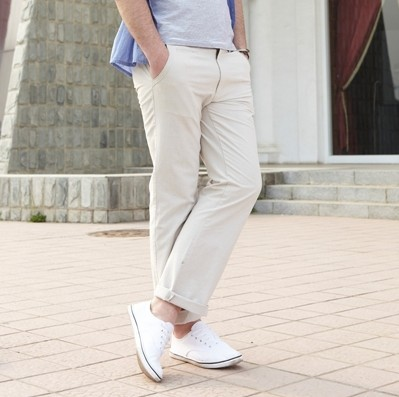 鞋子与服装的搭配_男生穿卡其色裤子如何搭配衣服与鞋子 主要看如何配裤子, 本人 ...