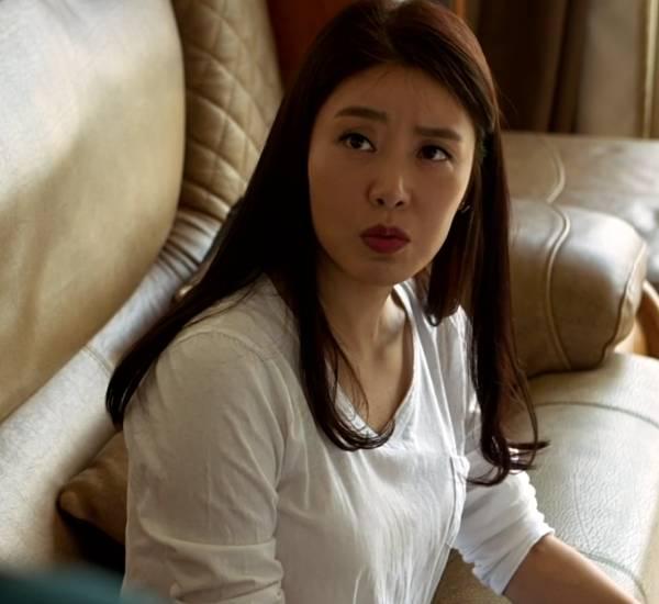 搞自己的美女妈妈_急急急,韩国电影《妈妈的朋友》中的女主角是谁?叫什么名字?