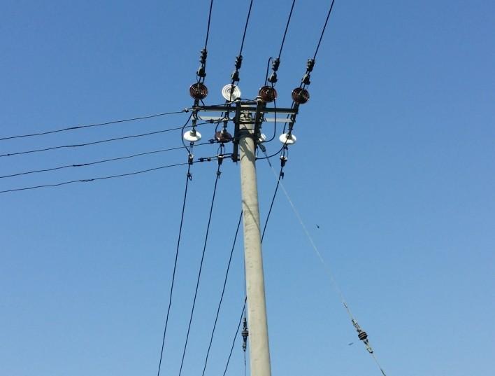 电线杆_请问这个电线杆接出来的是高压线还是低压线_百度知道