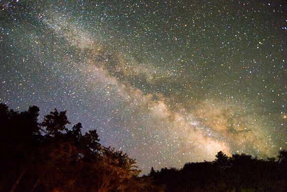 赣州银河欢乐影�_怎样才能看到银河?