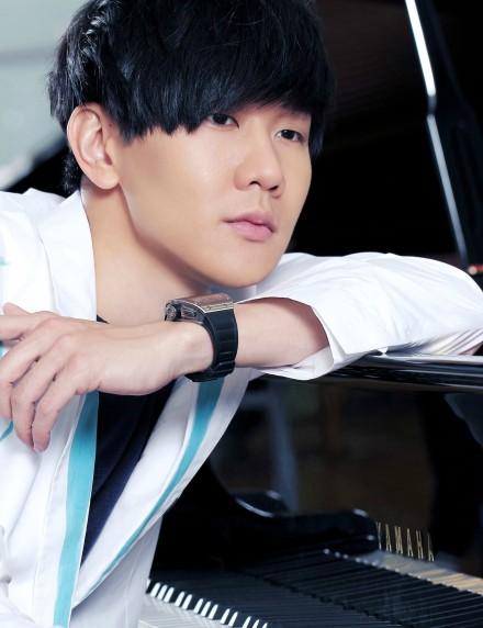 """""""行走的 CD"""" JJ 林俊杰推出新歌——""""伤口因为爱壮烈 ,让我们同步进阶""""!"""