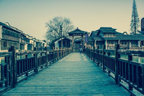 你站在橋上看風景, 看風景的人在樓上看你.