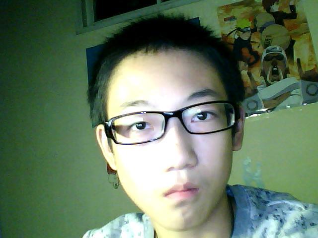我14岁男孩 求一短发发型图片