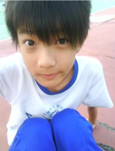 13~14岁男生真人照片_给我几张特别帅的男孩的照片,13,14岁的_百度知道