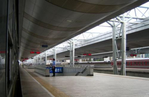 云南昆明火车站尸体_昆明火车站到昆明南火车站有地铁吗_百度知道