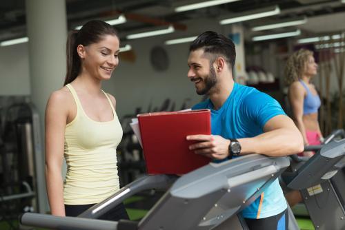健身房私人美女教练_在健身房有必要请私人教练吗?_百度知道