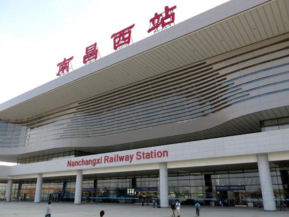 南昌火车站动车站�_南昌西站内,火车换乘高铁,要出站吗?我想先坐火车到南昌西