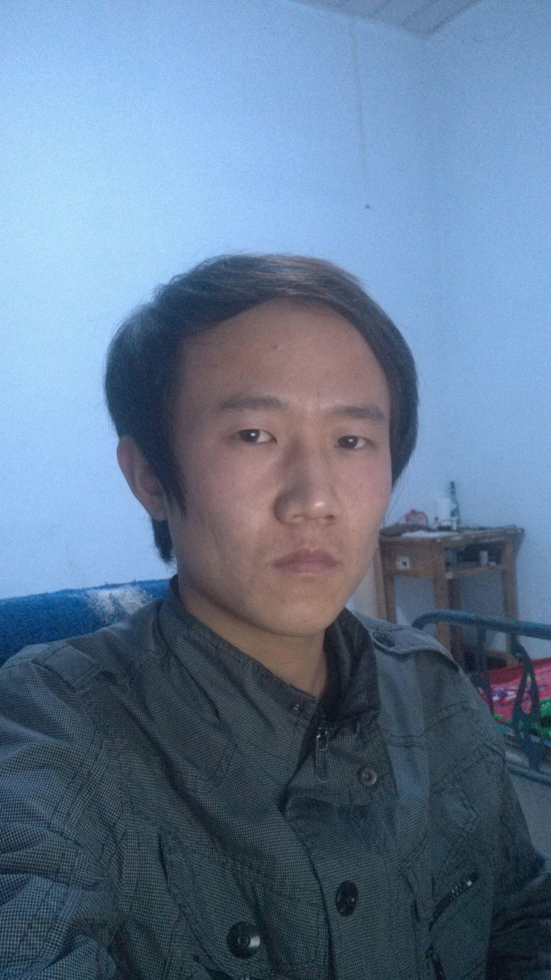 前额头发突出,两边少_额头两边头发少,发质软适合莫西干发型吗?如果不适合该剪 ...