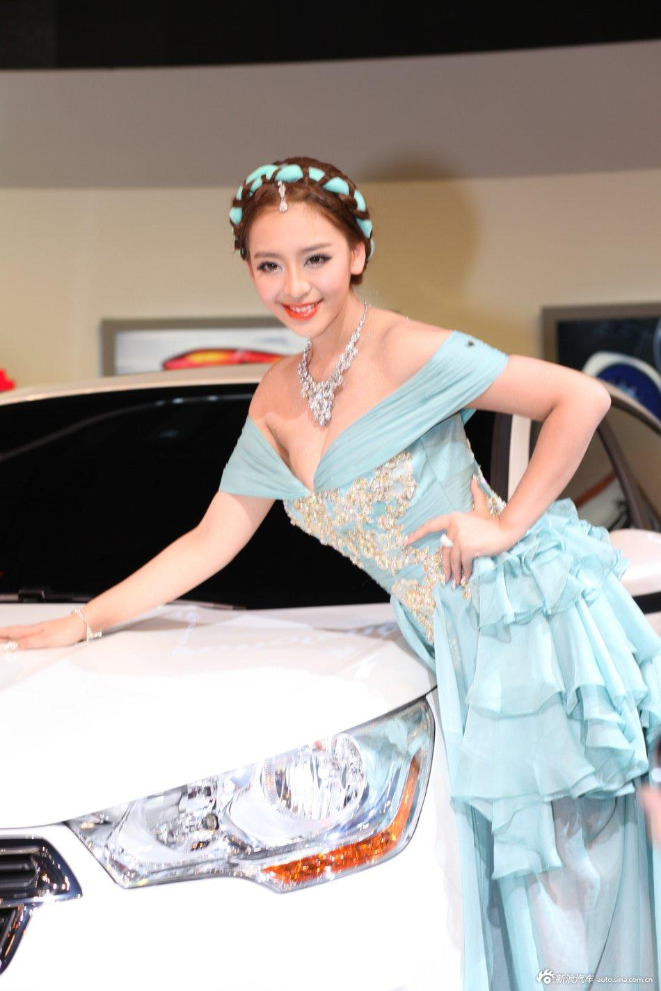成都车展车模曹阳_2012年广州车展中东风雪铁龙1号美女车模是谁?_百度知道