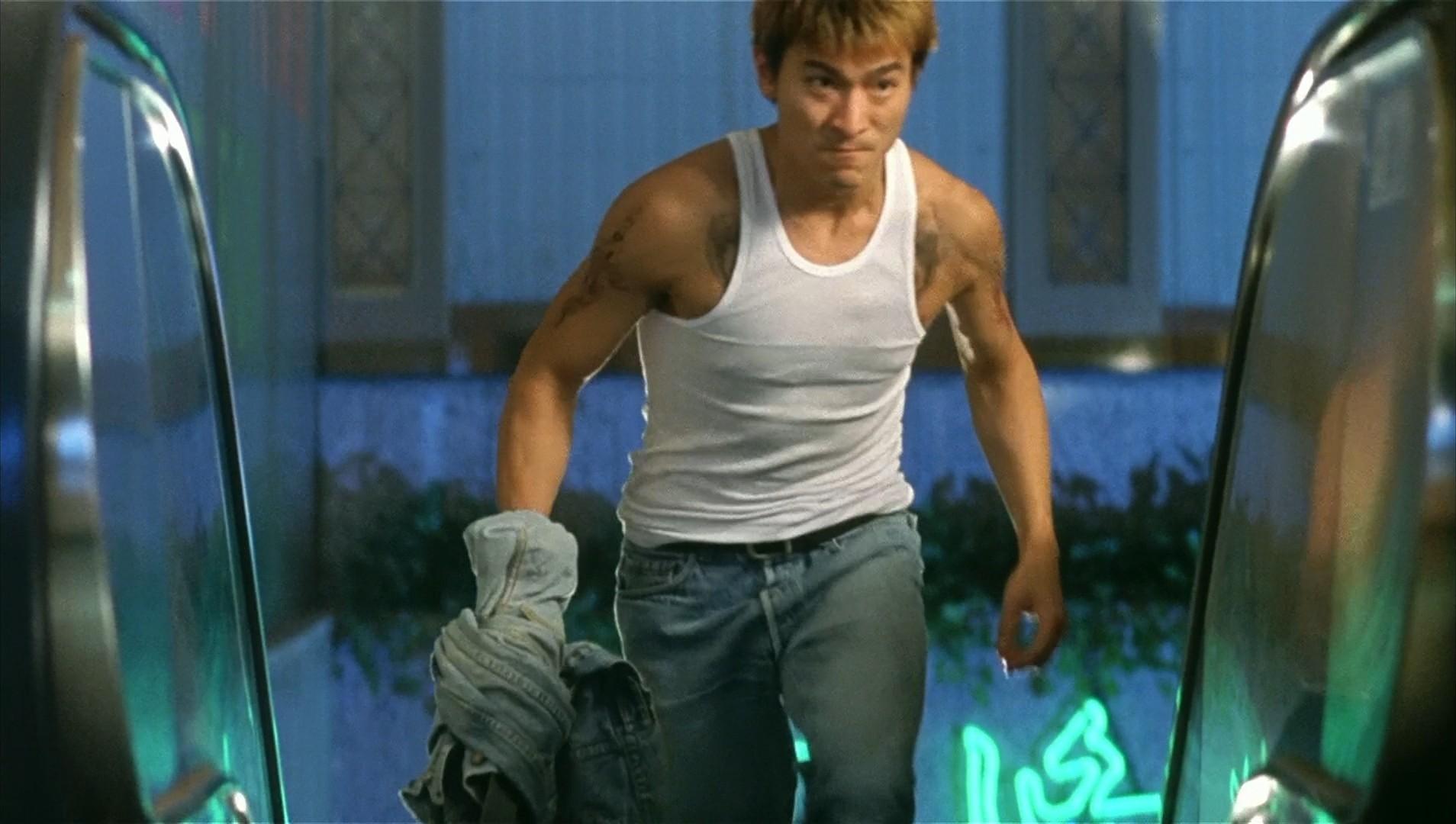 刘德华电影全集_刘德华有个电影最后用牛仔衣包着刀