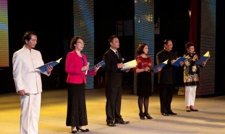 叶文福的诗词 四季诗句朗诵比赛主持人开场白