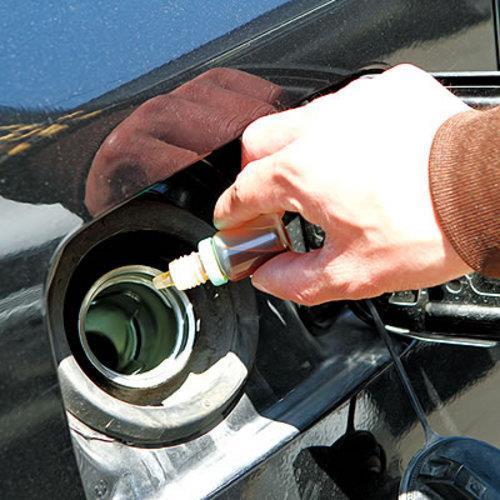 如何添加发动机修复剂?