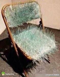 有一张带玻璃碴的椅子图片怎么找?