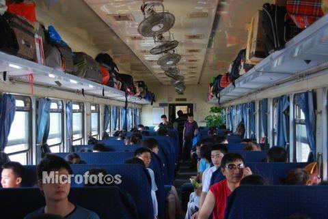 k火车硬座车厢图片_求一张K字头火车2位硬座的照片_百度知道