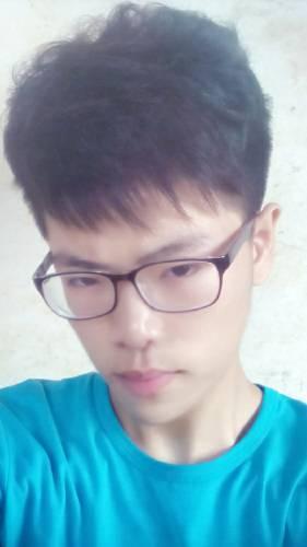 有16 17岁帅哥照片,真实的生活照7 8张同一个人,如果自己长的图片