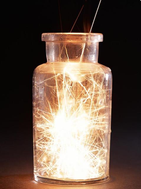 细铁丝在氧气中燃烧_做铁丝在氧气中燃烧是为什么铁丝要缓慢放入集气瓶_百度知道