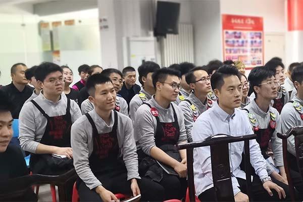 海鲜火锅加盟店应该如何降风险呢?