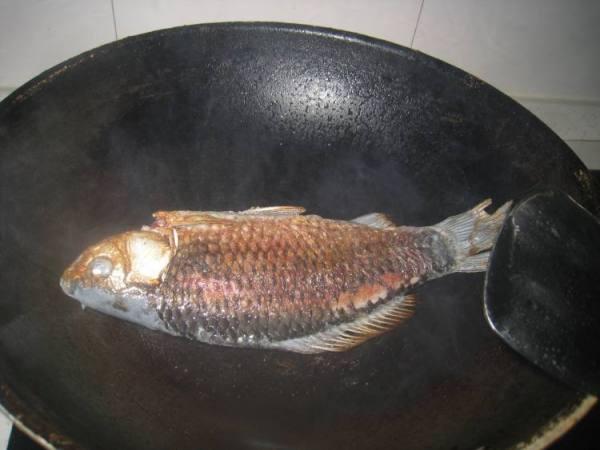 黑芝麻鲫鱼汤有哪些功效?
