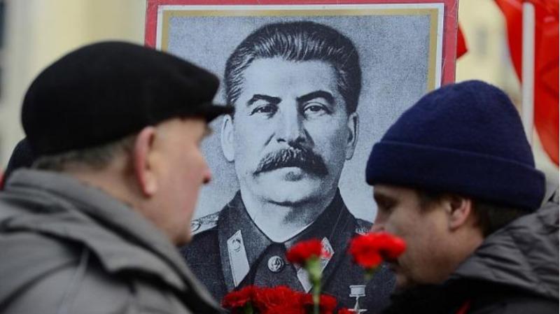 斯大林死于谋杀还是案牍生活的方式
