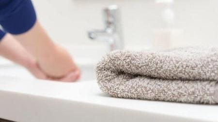 五星酒店乱象:脏毛巾擦水杯背后的隐患有多大?