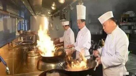 为什么女人天天在家做饭,但厨师却都是男的多?