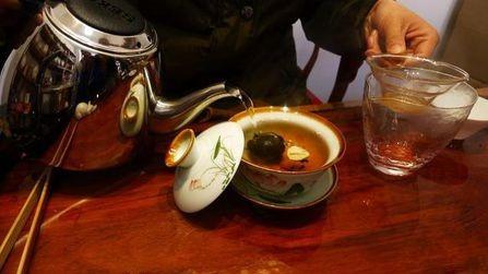 什么都吃的中国人,是不是什么都喝?