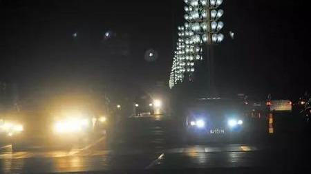 为什么高速公路上没有路灯?
