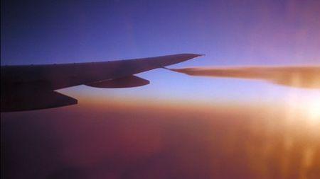 飞机空中放油咋回事儿?不会洒人一脸么?