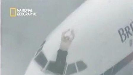 川航客机空中上演惊魂一幕:飞机的窗户破了有多危险?