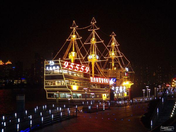 外灘是上海的風景線,是來上海觀光游客的必到之地.圖片