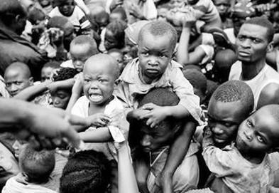 饿死了卡通图片_谁能帮我找图片,一个非洲儿童快饿死了.一边的老鹰等着吃他的肉 ...