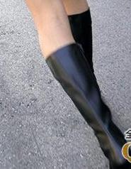 脚光_有没有穿长靴脚上不穿袜子光脚的姐妹,脚在靴里什么感觉