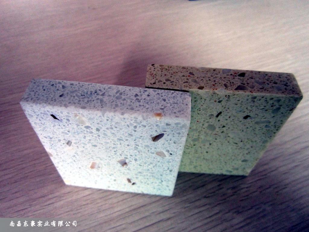 石英石灶台面绿色的配什么颜色的橱柜_突袭网