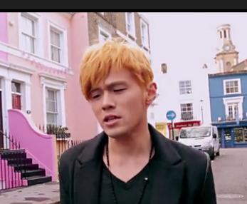 周杰伦大笨钟或者明明就mv的那个黄发的发型怎么弄 希望是发型大师图片