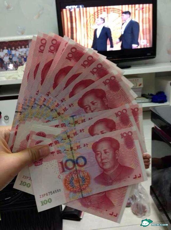 拍好多钱的照片_求晒钱图片,用手抓住的,图钱,真实拍的